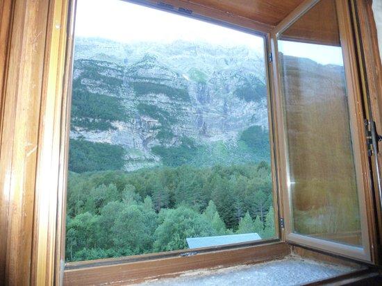 Parador de Bielsa: Vista del Valle de Pineta y Monte Perdido