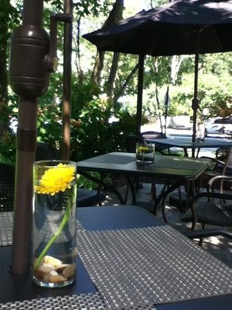 Meridian Restaurant & Bar: lovely patio seating beside a park, the canal, and historic meridian street