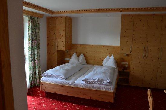 Kaiserhotel Kitzbuhler Alpen: Vores værelse