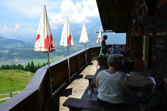 Kaiserhotel Kitzbuhler Alpen: Hotellets almhütte