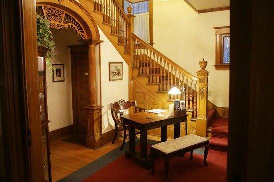 Crescent Lily Inn: Entranceway