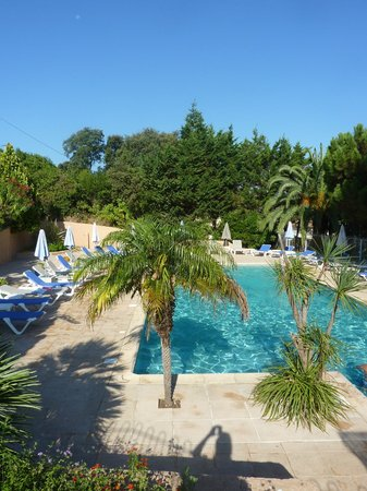 Motel Les Pins : Superbe piscine