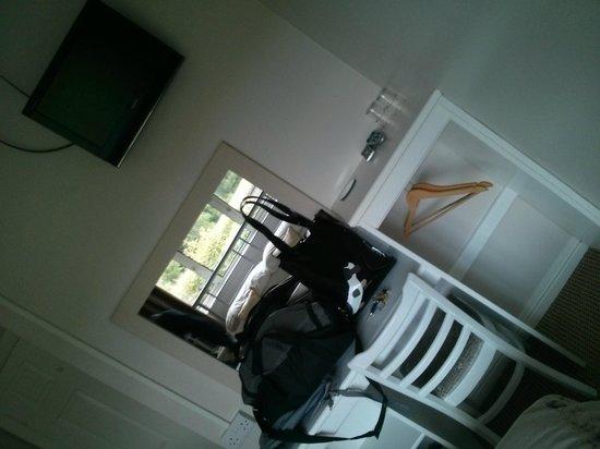 Elagh View bed & Breakfast : Bedroom 2