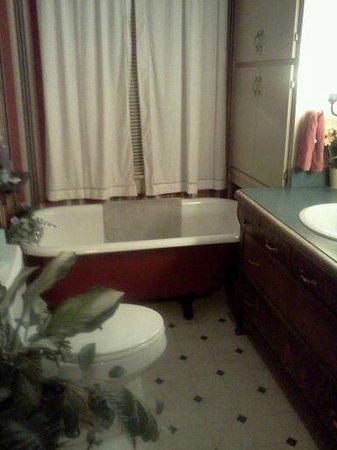 The Lattice Inn: Bathroom in the Sandpiper room