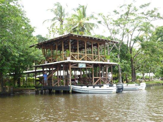 Manatus Hotel: Ankunft mit dem Boot
