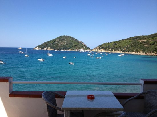 Hotel Scoglio Bianco: Having cafe on the terrace