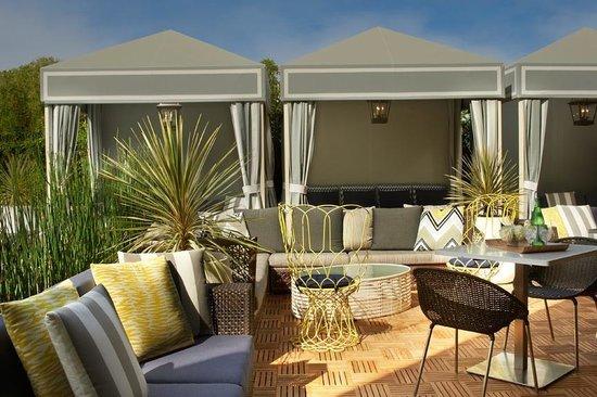 Le Meridien Delfina Santa Monica: Retreat poolside in our Cabanas!