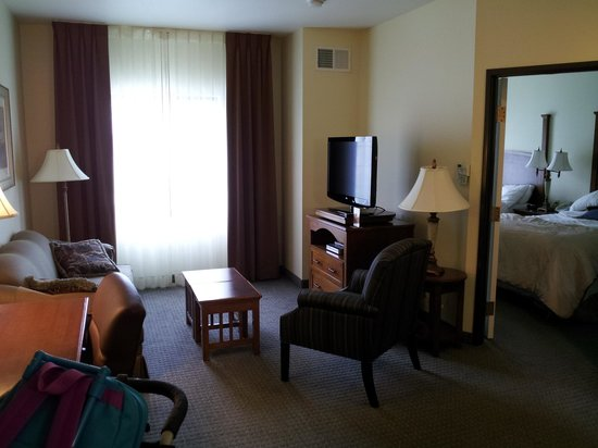 Staybridge Suites Irvine Spectrum/Lake Forest: Living Room
