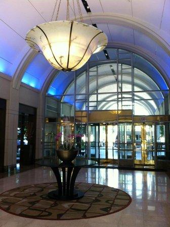 Hyatt Regency Reston : lobby entrance