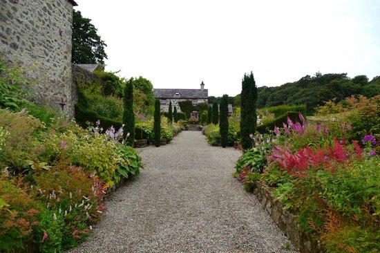 Plas Cadnant Hidden Gardens: double herbaceous border