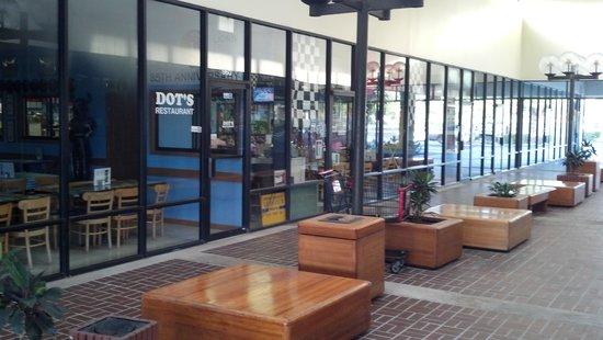 Dots Restaurant: outside walkway