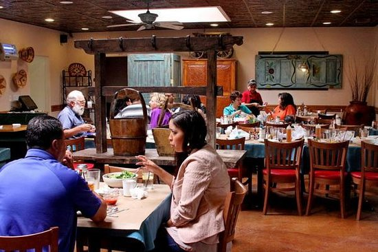 La Cocina Restaurant: One of the dining areas