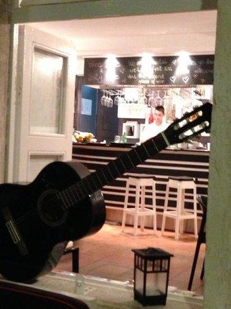 Gusta Me : il bar ripreso dal terrazzo