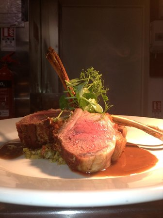 Le Gouffre Cafe and Restaurant: Rack of Lamb