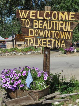 Talkeetna Chalet Bed & Breakfast: Welcome to Talkeetna