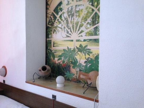 Hotel les Orangers : intérieur d'une chambre