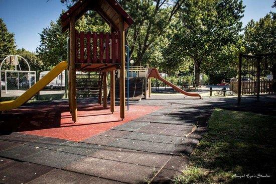 La Plage d'Argens : Aire de jeux pour enfants