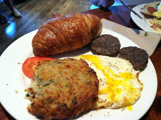 la Madeleine French Bakery & Cafe: French breakfast (the hash brown is excellent!)