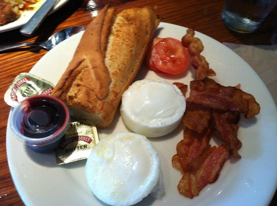 la Madeleine French Bakery & Cafe: American breakfast
