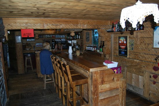restaurant at camping l'escale.