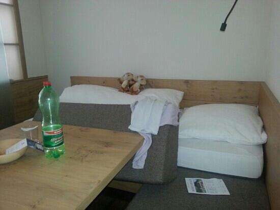 Erstes Kinder- & Gletscherhotel Hintertuxerhof: tra una camera e l'altra...sistemazione per una figlia