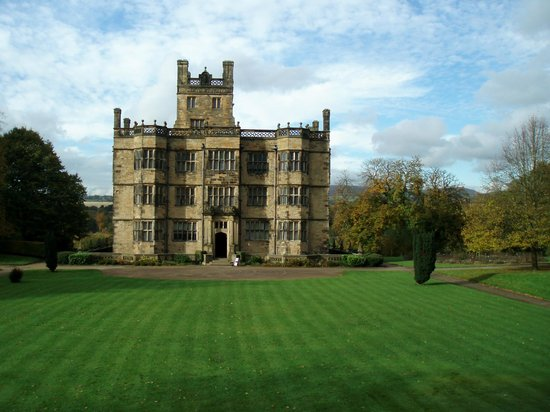 Gawthorpe Hall : Gawthorpe. October.