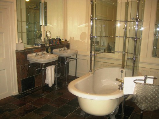 Bank House Hotel: Bathroom