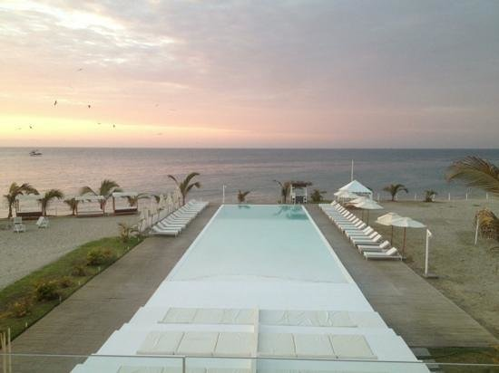 Mancora Marina Hotel: piscina al atardecer en MMH
