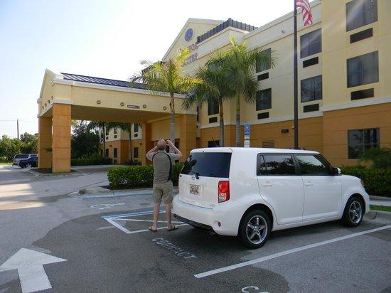 Comfort Suites Vero Beach : Entrance to hotel