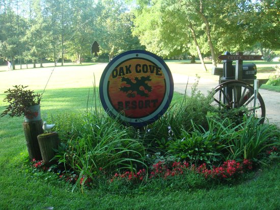 Oak Cove Resort: Entering Oak Cove