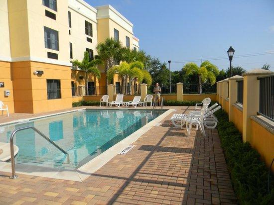 Comfort Suites Vero Beach: Pool