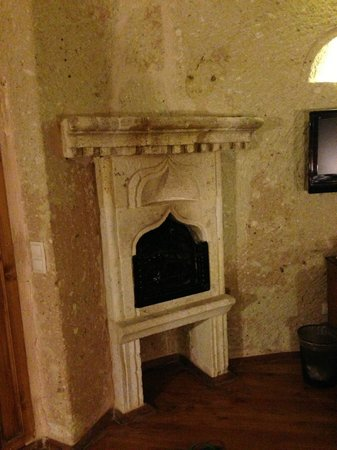 Alfina Hotel: Fireplace in the room!