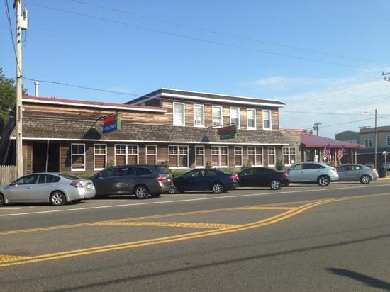 Buckalew's Restaurant & Tavern: outside