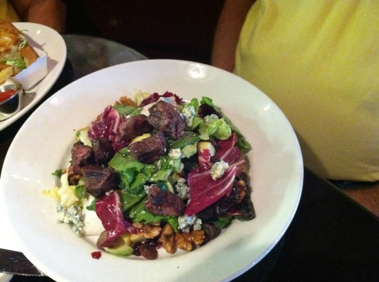Jackson's Mighty Fine Food & Lucky Lounge: Steak salad