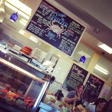 Pier 46 Seafood Market & Restaurant: Counter and Menu