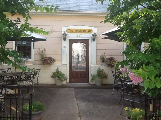 Madison Inn: Front Door