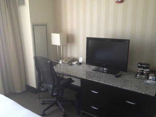Hilton Columbus/Polaris: Workstation Area