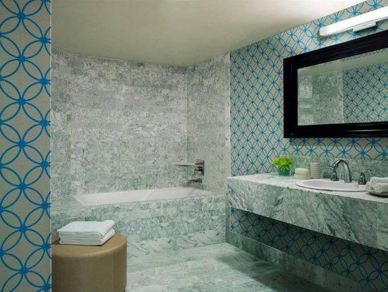 Le Meridien Delfina Santa Monica: Serene in blue marble bliss.