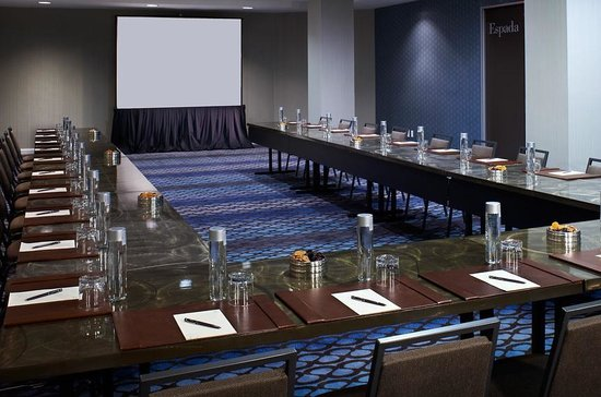 Le Meridien Delfina Santa Monica: Polished meeting spaces with executive-level amenities and services.