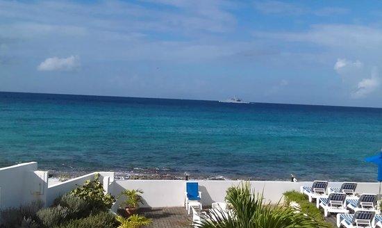 La Vista Resort: View from Room 206 Beach Front
