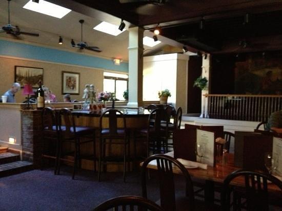 Bistro Mezzaluna: dining room