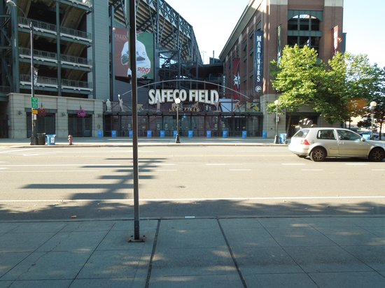 Silver Cloud Hotel - Seattle Stadium: View from the breakfast table in Jimmys on First, Silver Cloud Hotel Stadium