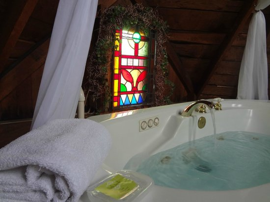 Woodruff House Bed & Breakfast: Jacuzzi