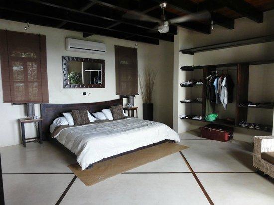 Casa MarBella: Master bedroom