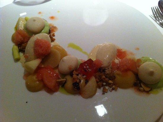 L'Impertinent : Pêche blanche, glace aux amandes et macarons
