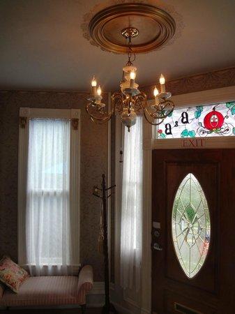 Woodruff House Bed & Breakfast: Entry