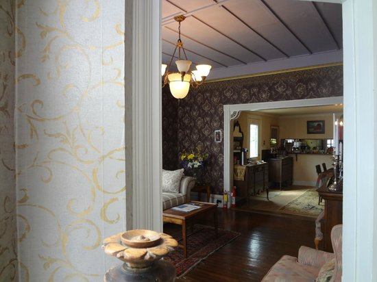 Woodruff House Bed & Breakfast: livingroom