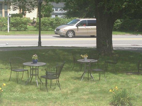 Mojo Health Bar : outside seating