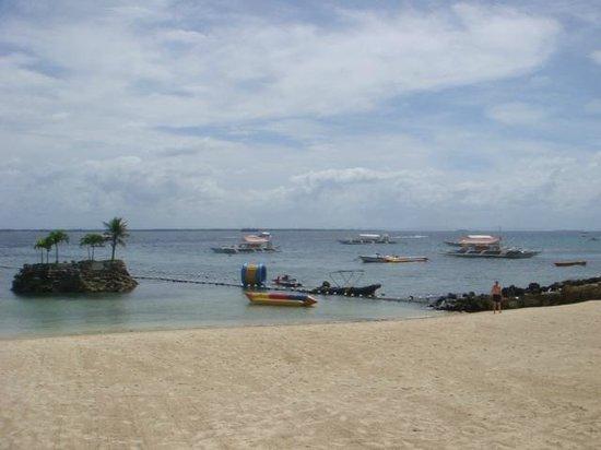 Movenpick Hotel Mactan Island Cebu: Beach