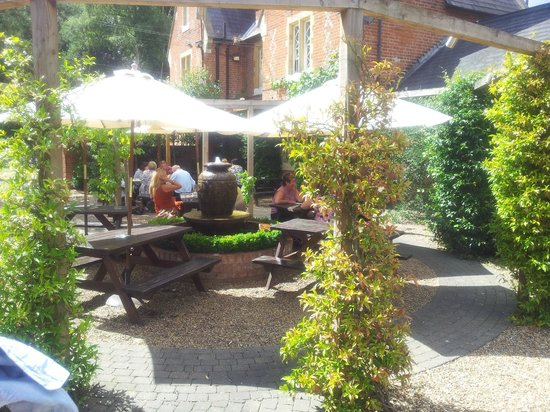 The Walter Arms: Courtyard